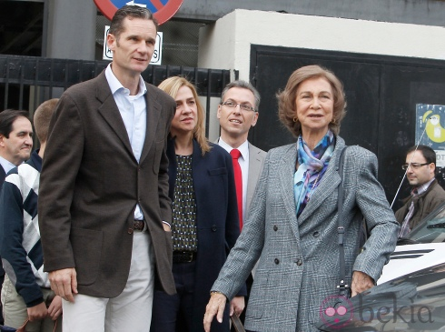 La Reina Sofia con el presunto delincuente Urdangarín