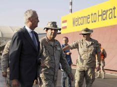 ministro-Defensa-Pedro-Morenes-llegada-aeropuerto-Herat-Afganistan-ceder-autoridades-afganas-base-Qala-i-Naw